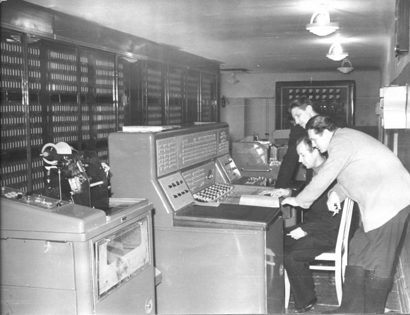 И.В. Поттосин за пультом ЭВМ М-20, 1962 г.