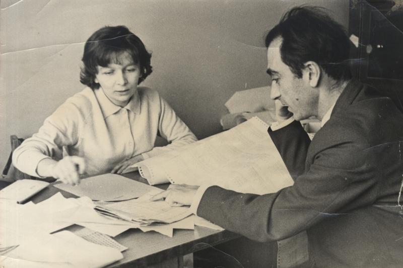 Супруги Кожухины за работой