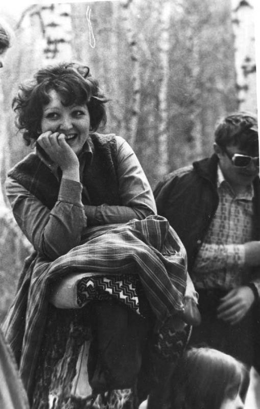 Л. Алабина и Я. Курляндчик на пикнике, 1973 г.
